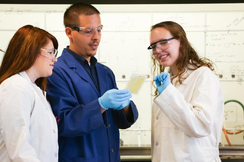 Shelby Furman '16, Dr. Andrew Yeagley, Hailey Kintz '17 experiment in creating anti-bacterial compounds