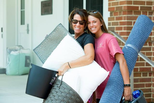 Longwood freshman and her mom moving into the residence halls