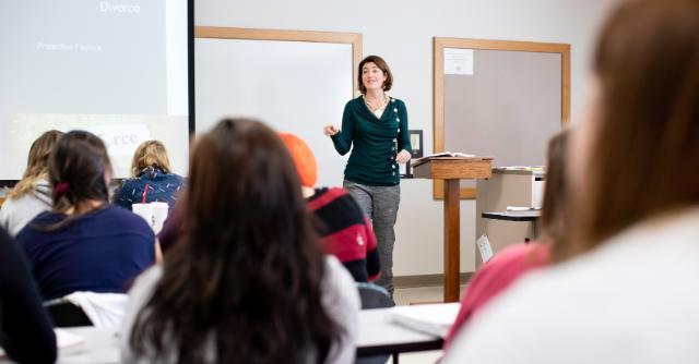 Dr. Catherine Franssen teaching students at Longwood